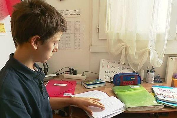 Baptiste, atteint de dyslexie, fait son entrée en 5ème au collège de Couzeix.