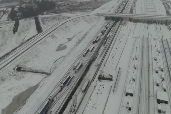 L'A9 bloquée mercredi 28 février et jeudi 1er mars 2018 entre Orange et Narbonne suite à la chute importante de neige
