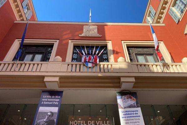 Mise en berne du drapeau français de l'Hôtel de Ville depuis ce dimanche 18 octobre