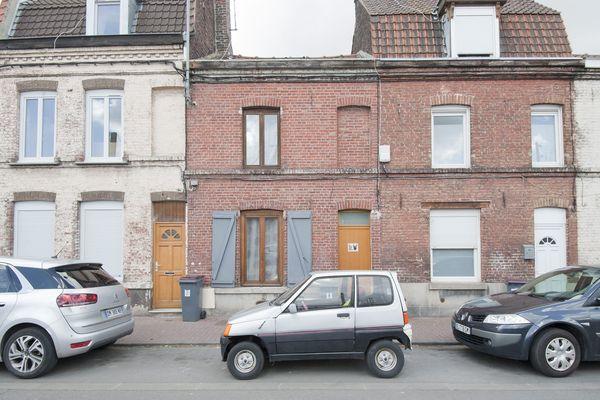 (Archives) Une voiture sans permis, dans le quartier de Lille-Fives. (03/05/2017)