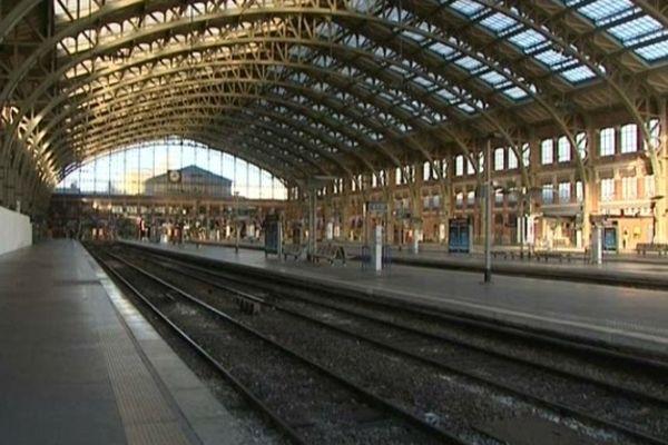 """La gare Lille Flandres, le 2 décembre 2012, alors que la circulation des trains est arrêtée pour des tests permettant de """"séparer les flux""""."""