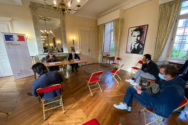 La conférence de presse de la préfète de l'Aveyron Valérie Michel-Moreaux et de Benjamin Arnal, le Délégué départemental de l'ARS (l'Agence régionale de santé).