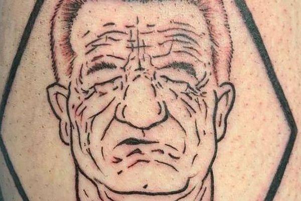 Le tatouage qui reproduit la caricature du dessinateur Marsault