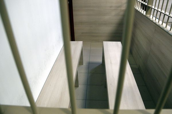 Le tribunal d'Aix en Provence était l'une des rares juridictions où les box étaient équipés de barreaux.