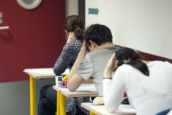 La réforme du lycée général et technologique, lancée en 2010 en seconde, s'applique aux classes de terminale en 2013.