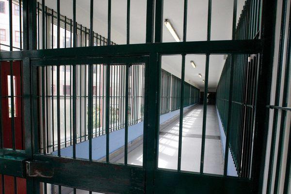 Le surveillant de Nanterre, suspendu de ses fonctions puis radié, est désormais condamné pour corruption passive et tentative de remise d'objet à un détenu (illustration).