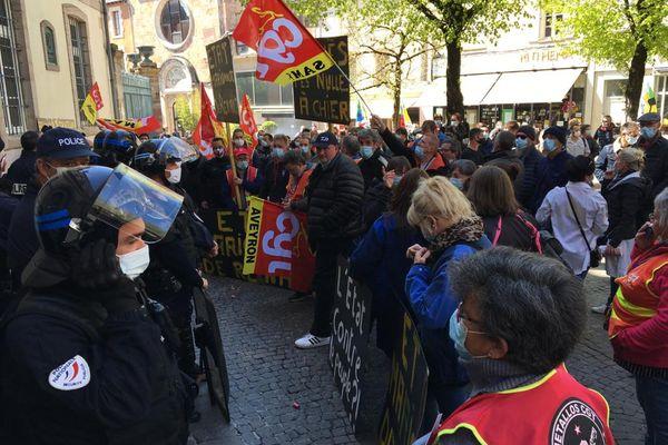 Les salariés de la SAM (Société Aveyronnaise de Métallurgie) soutenus par plus de 300 personnes lors d'un récent rassemblement à Rodez. Une perspective d'avenir pourrait se profiler.