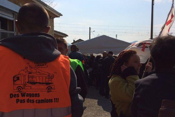 Des cheminots et des opposants au Lyon-Turin ont répondu à l'appel de SUD-Rail