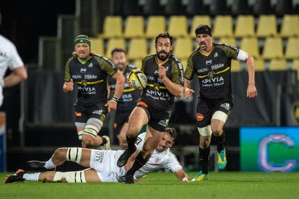 Le centre de La Rochelle, Geoffrey Doumayrou, lors du match contre Toulouse au stade Marcel Deflandre le 27 février.