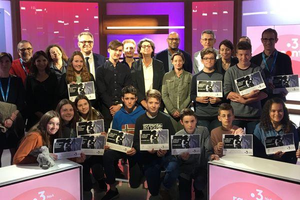 Les collégiens et lycéens lauréats du Prix jeunes Reporters France 3 Nouvelle-Aquitaine ont été reçus dans nos locaux pour la remise des prix.