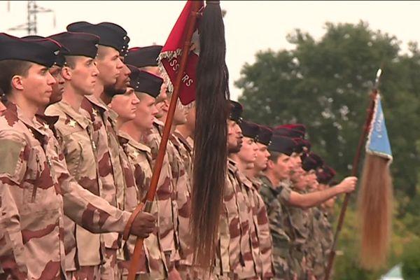 Des soldats du 12ème régiment de cuirassiers partent en mission au Mali