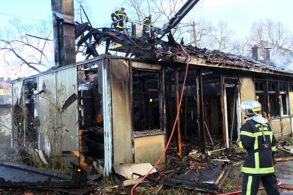 Un incendie s'est déclaré dans des bâtiments désaffectés de la Ville de Mulhouse
