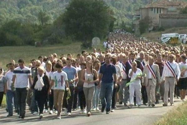 Des centaines de personnes ont participé à cette marche blanche