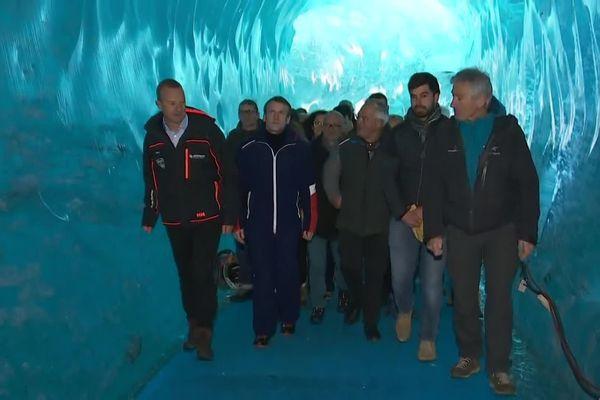 Emmanuel Macron à l'intérieur de la Mer de Glace