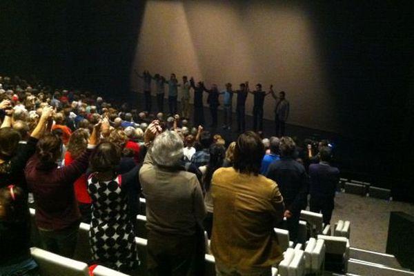A Bonlieu, une minute de silence, avant le début du spectacle