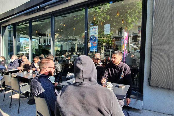 Un bar de Marseille le jour de la réouverture des terrasses, le mercredi 19 mai.