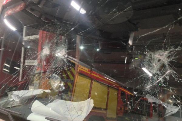 Un véhicule des pompiers endommagé à Strasbourg