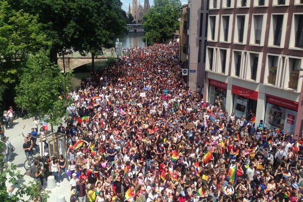 Des milliers de marcheurs et danseurs aux couleurs de l'arc-en-ciel dans les rues de Strasbourg ce 15 juin 2019