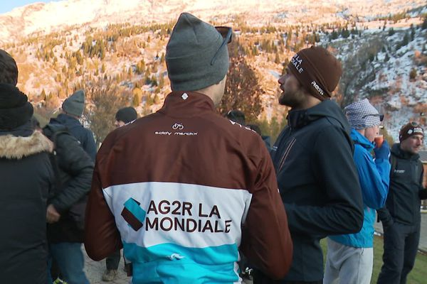 Les 29 coureurs d'AG2R La Mondiale et le staff se sont retrouvés à Vaujany pour un stage de cohésion