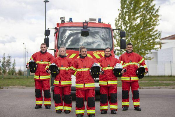 Depuis peu, sur les interventions incendie, les pompiers de l'Oise portent des tenues non plus bleues mais rouges.