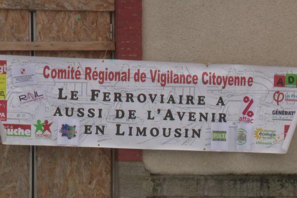 Une manifestation était organisée ce vendredi 19 mars en gare de Merlines (19), pour demander la réouverture de la ligne SNCF Ussel-Clermont.