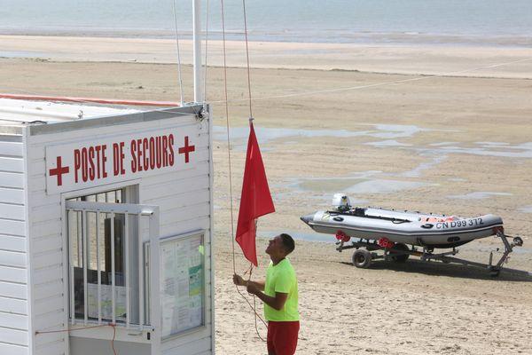 Terrible bilan ce lundi 21 juin sur les plages du littoral de l'Aude et de l'Hérault. 4 personnes sont mortes par noyade.Les flammes rouges ont été hissées et un appel à la vigilance est lancé par les services de secours.