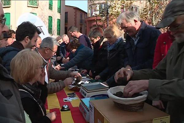 Chaque année, les amateurs de truffes sont de plus en plus nombreux au marché de Collioure.