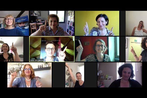 """Onze des quinze """"Bougeuses"""" du cercle Bouge ta Boite de Corrèze, présentes lors de la conférence de presse pour présenter leurs objectifs."""