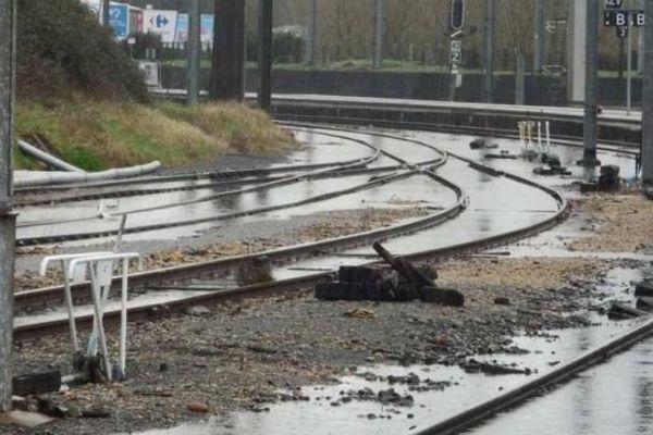 Voies inondées en gare de Dax le 29 janvier 2014