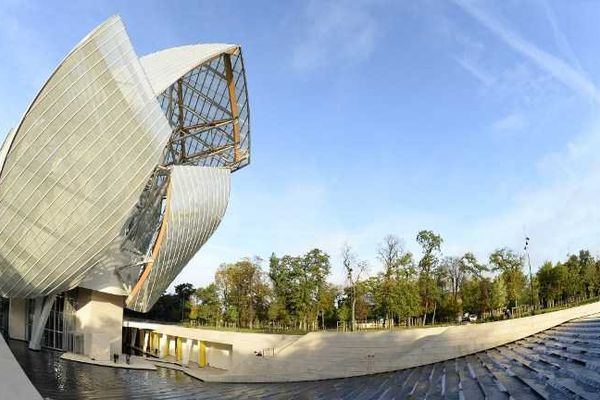 La Fondation Louis Vuitton, dessiné par Frank Gehry, ouvre ses portes dans le Bois de Boulogne
