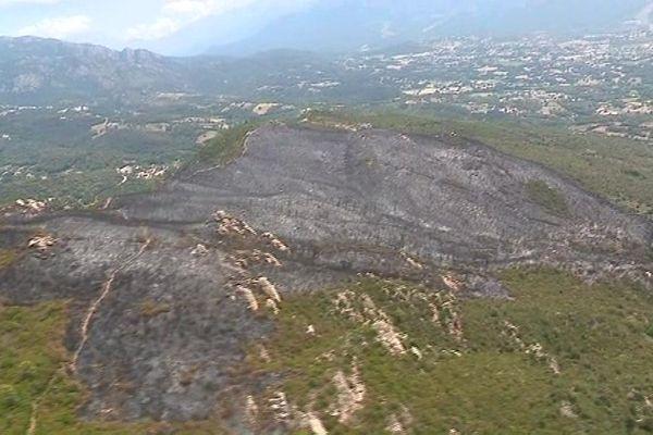 Vue aérienne de l'incendie de Bonifacio qui a brûlé 350 hectares