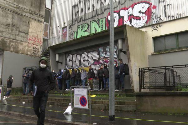 Le 21 décembre dernier, les occupants du gymnase de Talensac étaient relogés dans l'ancienne auberge de jeunesse de la Manu à Nantes