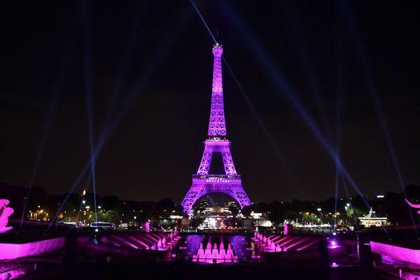 La Tour Eiffel s'est illuminé en rose pour le lancement d'Octobre rose