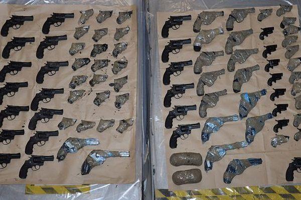 79 armes ont été saisies.