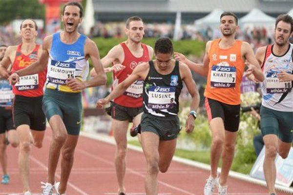 Le Poitevin Aymeric Lusine à l'arrivée du 800 mètres aux championnats de France à Angers