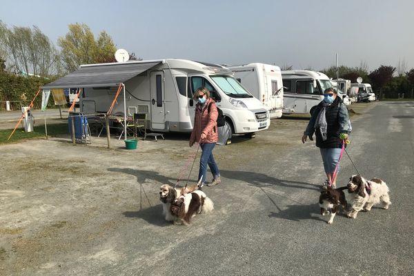 À peine arrivés pour Pâques, déjà prêts à repartir, le confinement n'incite pas les camping-caristes aux longs séjours sur le littoral de Vendée
