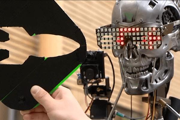 le robot Stinger de Vladimir à la mini maker faire de Saint-Malo