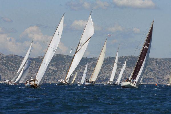 Une quarantaine de voiliers de légende vont régater dans la rade de Marseille.