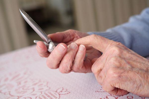 Les personnes âgées souffrent de l'isolement consécutif au Covid-19.