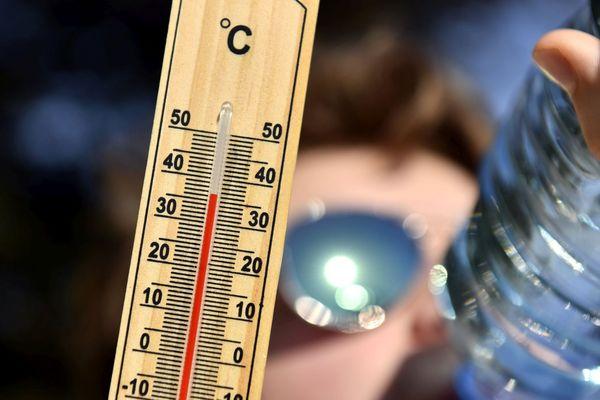 Illustration : les températures pourraient pendant les trois jours dépassées localement les 35 degrés.