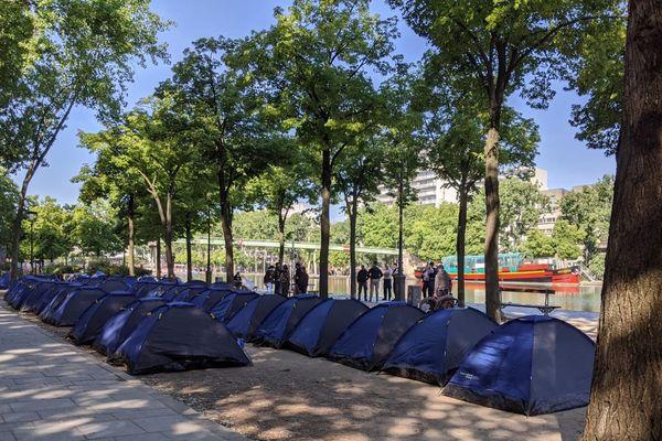 Le campement du quai de Loire, composé d'une cinquantaine de tentes, a été démantelé ce jeudi matin vers 6h30.