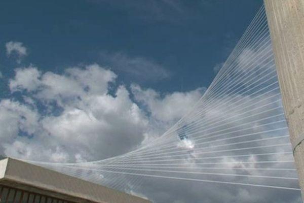 Un faisceau de lignes sur les toits de la création