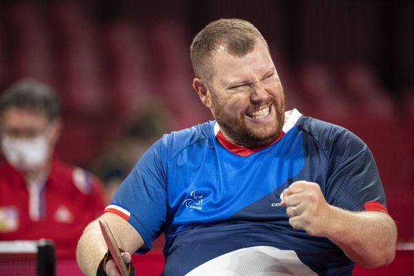 Fabien Lamirault, lors de sa victoire à la finale de tennis de table (classe 2) aux Jeux paralympiques de Tokyo, lundi 30 août 2021.