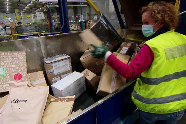 La poste reste l'entreprise leader en France pour ce qui est de la livraison des colis.