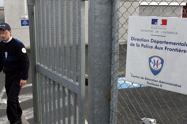 Le centre de rétention de Cornebarrieu est situé près de l'aéroport de Blagnac