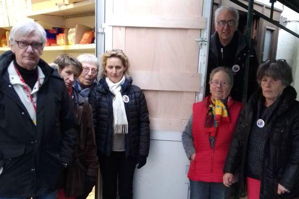 Les bénévoles des Restos du cœur d'Auray dépités après le cambriolage de leur centre.