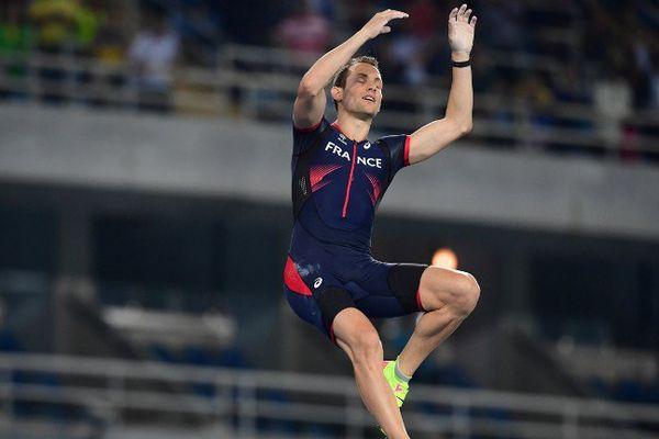 Renaud Lavillenie pendant la finale aux JO de Rio.