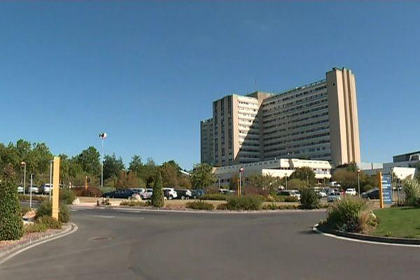 Le malade de Charente-maritime atteint par le coronavirus a été transporté au Centre Hospitalier Universitaire de Poitiers (Vienne)