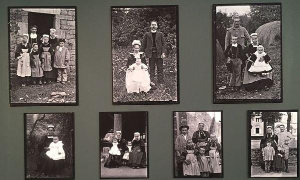 les portraits photographiques sur plaque de verre de  de Joseph Le Leuxhe retracent l'histoire du Faouët