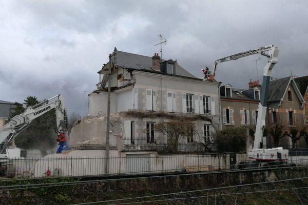 Le 18 rue Bellebat à Orléans, en cours de démolition le 23 décembre 2020.